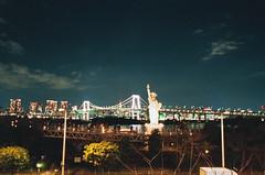 000034750036 (WayChen_C) Tags: canon a1 film fujifilm natura1600 japan tokyo minatoku odaiba night cityscape rainbowbridge statueofliberty 日本 東京 港区 お台場 御台場 台場 自由の女神