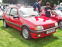 1049 Peugeot 205GTi 1.6 (1990) (robertknight16) Tags: peugeot france 1990s 205 205gti 205gti16 hothatch lichfield g930sbv