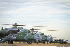 Aeronaves AH-2 Sabre e H-60 Blackhawk preparam-se para decolar. (Força Aérea Brasileira - Página Oficial) Tags: fab helicoptero bacg forcaaereabrasileira emsolo brazilianairforce sbcg asasrotativas ah2sabre 3gav8 baseaereadecampogrande 3º8ºgav diadaaviacaodeasasrotativas esquadraopoti helicopterodeataque