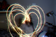 Love is in the air (Pilar Daz B) Tags: light selfportrait luz nikon heart autoretrato young draw dibujo nikondigital corazon 3100 nikon3100 bengala youngphotographer drawingintheair dibujandoenelaire d3100 nikond3100