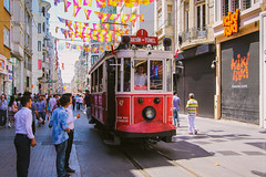Classic red tram on Istiklal Street, Istanbul / Красный трамвай на Истикляль, Стамбул