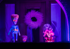 singing animatronic aliens from the 1996 film mars attacks (pbo31) Tags: show california holiday black color film halloween kids night dark berkeley nikon october purple singing trickortreat 1996 aliens neighborhood motionblur bayarea eastbay claremont animatronic alamedacounty elmwood marsattacks 2015 russellstreet boury pbo31 d810