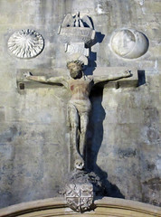 Christ crucified - stone statue between the sun and the moon - Cathedrale Saint-Saveur - Aix-en-Provence (Monceau) Tags: sculpture sun moon statue stone christ aixenprovence crucified cathedralesaintsaveur