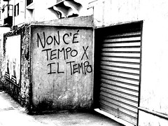 Non c' tempo (No time for time) (jujesika) Tags: muro wall writing genova murales periferia wallpainting artistico saracinesca sestriponente degrado aforisma