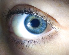 Micro terre (alexwinger) Tags: blue eye girl iphone green light through picture