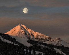 Lone Peak greets setting moon (Patty Bauchman) Tags: lonepeak lonemountain bigskymt montana earlymorning settingmoon moon landscape mountain alpenglow