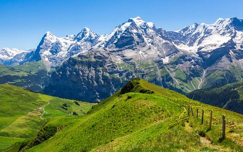 Grossi Nadla, v pozadí Eiger (3970 m), Mönch (4107 m), Jungfrau (4158 m), Gletcherhorn (3983 m), Abeni FLue (3962 m)