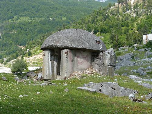 Bunker az út mentén