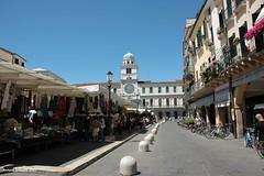 2011 Padova piazza dei Signori (antosti) Tags: nikon italia torre d70s persone piazza orologio mercato padova veneto biciclette signori