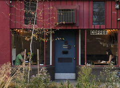 0826 Coffee House Bookends (eyepiphany) Tags: coffee portlandoregon decisivemoment divisionstreet hopperesque coffeeculture portlandculture cofffehousesymmetry