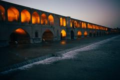 Si-o-Se Pol Bridge, Esfahan (Tom Levold (www.levold.de/photosphere)) Tags: water architecture river evening abend wasser fuji iran architektur fluss esfahan t1 isfahan siosepolbridge fujixt1 siosepolbrücke
