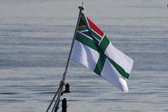 2017-02-08-003FD South African Naval Ensign (BringBackEGDG) Tags: southafricannavy ensign valourclass frigate sas amatola f145 plymouth devonport fost