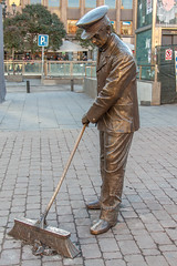 Street Sweeper (anthsnap!) Tags: spain madrid sculpture bronze streetsweeper brush statue