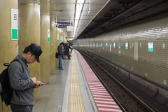 Down on the tube station at midnight (Dominic Sagar) Tags: 2016 fujifilm japan t050 t100 t200 xt1 platform station underground chiyodaku tōkyōto jp