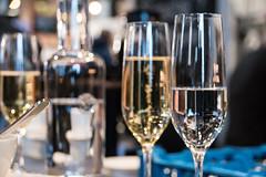 Glasses (Maria Eklind) Tags: malmö skånelän sverige se dof food skärpedjup glasses sweden people bottles saluhall depthoffield malmösaluhall malmoe foodcourt indoor