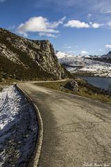 On the way to Covadonga Lakes - De camino a los Lagos de Covadonga, Asturias (RobertoHerreroT) Tags: robertoherrerotardon covadonga asturias lake lakes lagos lagosdecovadonga covadongalakes road carretera way camino asfalto sky clouds nubes mountain picosdeeuropa sun winter snow nieve invierno