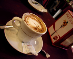 Un Caffe en Roma (Speedboat) Tags: italy rome cup coffee heart cappuchino saucer