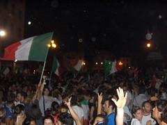 Piazza Garibaldi,Pisa,Italia campione del mondo (Stranju) Tags: stranju