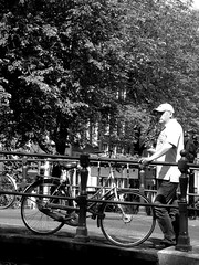 Egelantiersgracht (ClydeHouse) Tags: bridge bw amsterdam bicycle canal andrew brug fiets gracht egelantiersgracht bykarl flickr:user=clydehouse