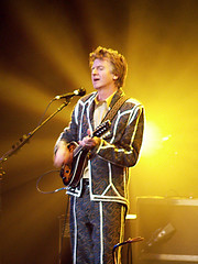 Neil Finn with Split Enz (MandyHallMedia) Tags: mandy house hall neil split finn pixels crowded bandwidth enz