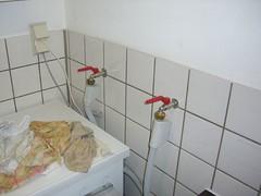 Waschkeller, neue Wasserhhne (Stefan .) Tags: keller haus kche kaninchen refurbishment renovierung hasen