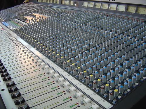 recording engineer advantages disadvantages
