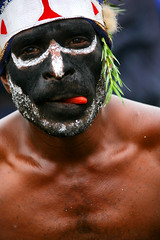 Papua New Guinea - Lafforgue (Eric Lafforgue) Tags: pictures people photo highlands pacific picture tribal papou  tribe papuanewguinea ethnic 3525 tribo indigenous singsing papu ethnology tribu oceania   niugini papuaneuguinea lafforgue papuanuovaguinea  guin papuan papouasie papouasienouvelleguine mthagen mounthagen mounthagenshow melanesian papoeanieuwguinea papanuevaguine papuanyaguinea    papanuevaguinea   paapuauusguinea papuanovaguin papuanovguinea   papuanowagwinea papuanyguinea    papusianova bienvenuedansmatribu