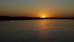Nascer 03 (Parchen) Tags: alva sol dia aurora cáceres alvorada amanhecer matogrosso pantanal madrugada alvor juventude nascer nascente início nascendo solnascente dilúculo rioparaguai matogrossense parchen carlosparchen