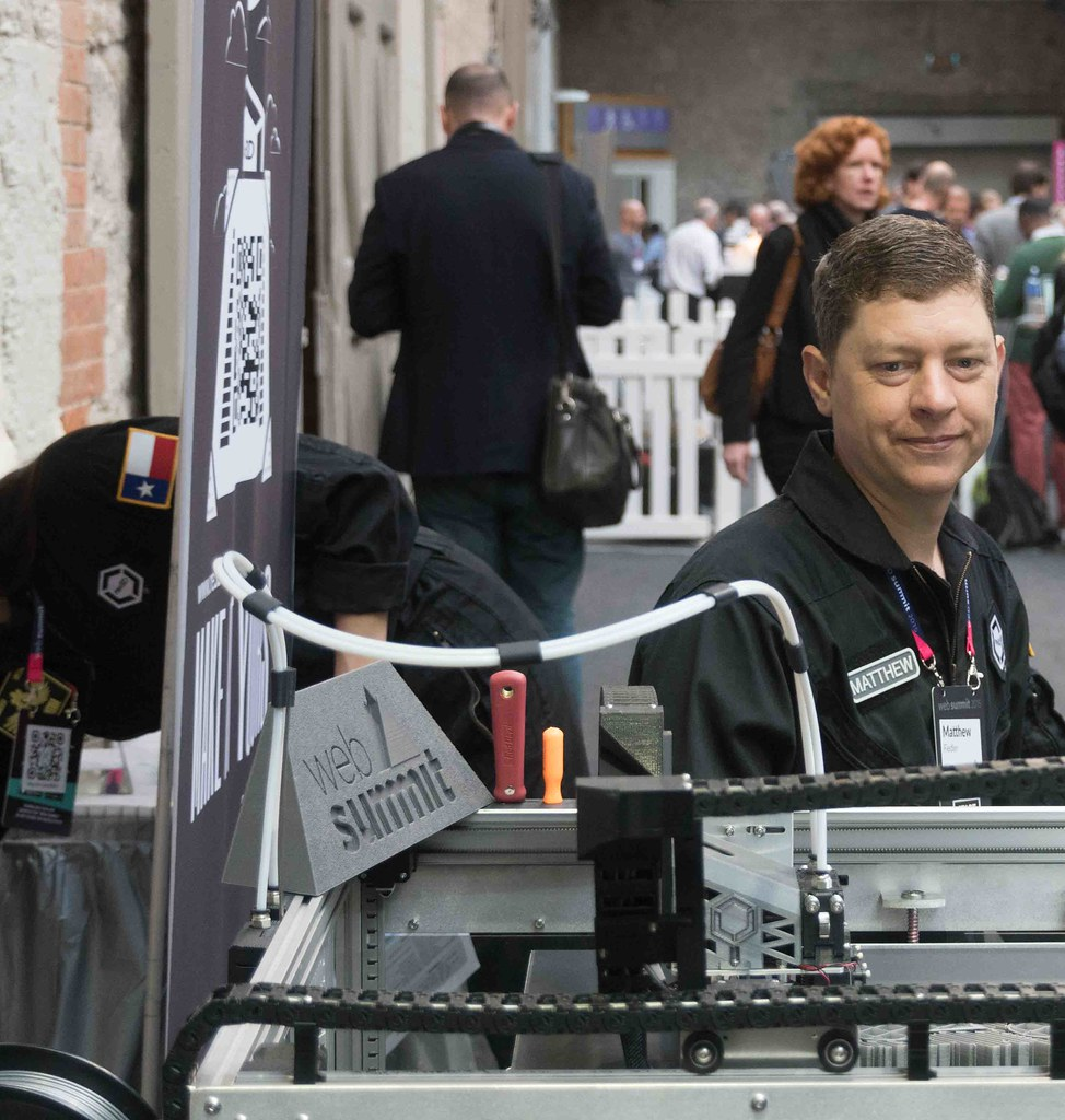 GIGABOT 3D PRINTER AT THE WEB SUMMIT IN DUBLIN 2015 [Re:3D]-109887