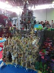 IMG_8043 (LUG Festibriques) Tags: montagne dragon lego exposition fantasy nancy hotdogs caverne fantastique 2015 scoubidou festibriques ludibriques