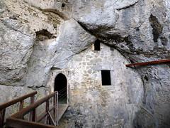 Höhlenburg Predjama (Robert S. aus W.) Tags: europa slovenia fels grad stein burg grotte höhle istria ritter istra postojna mittelalter slovenien predjama istrien abgrund adelsberg höhlenburg grottenburg istrien2015