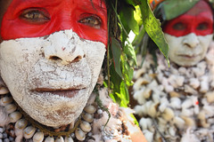 Dancers at Mt Hagen festival (puuuuuuuuce) Tags: dancers makeup papuanewguinea mthagenshow