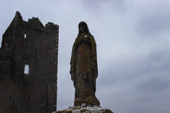 Rock of Cashel. Tipperary. Ireland (RikkiBoom) Tags: rock castle ruin ruins ireland fog europe travel statue madonna