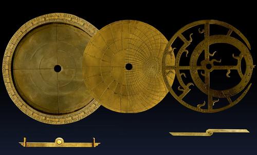 "Astrolabios, ubicantes de estrellas guía • <a style=""font-size:0.8em;"" href=""http://www.flickr.com/photos/30735181@N00/32230768700/"" target=""_blank"">View on Flickr</a>"