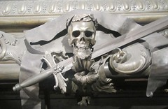 Skull with Laurel leaves (cohodas208c) Tags: habsburgs sarcophagus kaisergrupt imperialcrypt baroque 17thcentury tombs emperorleopoldi
