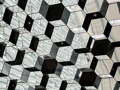 Reflejos. Edificio Harpa. Islandia (thaisa1980) Tags: roof building reflections island reikiavik islandia geometry edificio shapes september septiembre hexagon formas olafureliasson techo reflejos harpa 2015 geometría exágono