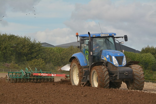 New Holland T7030 Tractor with a Kverneland 5 Furrow Plough & Kverneland Packomat S Furrow Press (2)