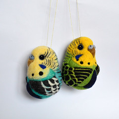 Budgies, needle felted wool decors (Linda Brike) Tags: needlefelting needlefelted bird ornament decor homedecor ball arttoy collectable collectorsitem wool woolart woolroommate etsy lindabrike peacock budgie budgerigar finch toucan puffin conure greencheekconure sparrow grackle robin lovebird