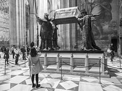 Tumba de Cristóbal Colón, Catedral de Sevilla, Andalucía, Spain (Angel Talansky) Tags: sevilla andalucia spain turismo tumba catedral cristobalcolon tumbadecristobalcolon tomb christophercolumbus seville seviglia cathedral inside 192