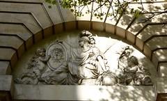 les gorgones (3) (canecrabe) Tags: minerve fronton hautrelief amour méduse gorgone jeanjacquesaubert amelot jeanpierretimbaud paris