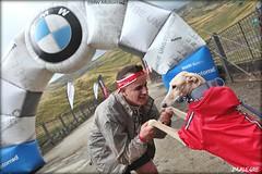 El perro recibe a su amo al cruzar la meta de la Trail Race, otra de las novedades de este BMW Motorrad Days Formigal 2015