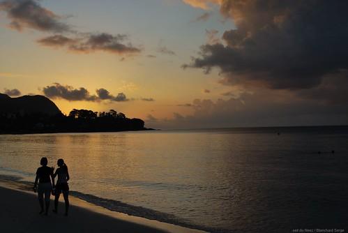 Coucher de soleil aux Seychelles. Ile de Praslin.