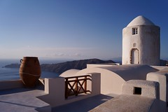 Santorini - Imerovigli - vue sur la caldera 2 (luco*) Tags: windmill moulin santorini greece caldera santorin grce cyclades thira fira imerovigli kyklades hellada flickraward flickraward5 flickrawardgallery