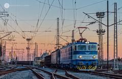 Leaving the seaside (cossie*bossie) Tags: 46028 46 028 033 46033 bdz electric locomotive double le5100 electroputere craiova asea bulgarian railways cargo freight train 80622 burgas seaside station dusk dawn