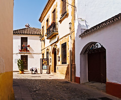 Calle Tenorio (Tiigra) Tags: ronda andalucía spain es 2015 architecture balcony cafe door flower lattice road town arch