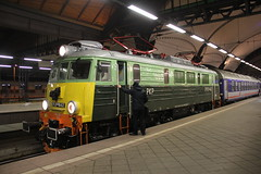 PKP IC EP07-442 , Wrocław Główny train station 13.01.2017 (szogun000) Tags: wrocław poland polska railroad railway rail pkp station wrocławgłówny engine locomotive lokomotywa локомотив lokomotive locomotiva locomotora electric elektrowóz ep07 ep07442 pkpic pkpintercity train pociąg поезд treno tren trem passenger tlk 65170 sudety d29132 d29271 d29273 d29276 d29285 d29763 e30 e59 dolnośląskie dolnyśląsk lowersilesia canon canoneos550d canonefs18135mmf3556is