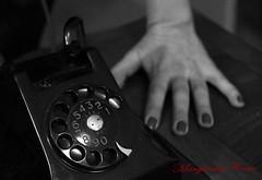 """Un ottimista è colui che crede che una donna abbia terminato la sua telefonata solo perché ha detto: """"...allora ti saluto..."""". Marcel Achard (Margcoss) Tags: telefono mano hand"""