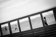 [ film ] ([ changó ]) Tags: santasevera wwwriccardoromanocom fames pellicola film movie beach mare spiaggia sand people kid child bimbo pallone ball ragazzino gioco play obliqua oblique person persona gente persone street shot streetshot