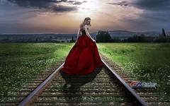 Carlos Atelier2 - O Caminho (Carlos Atelier2) Tags: carlos atelier2 mulher linha trem verde vermelho noite ao ar livre
