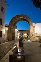 Arco de Trajano (Mérida, Badajoz) (Marmotuca) Tags: extremadura provinciadebadajoz mérida emeritaaugusta arco arcodetrajano trajano imperioromano foroprovincial fotografíanocturna